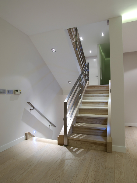 corridor-with-stairs-in-modern